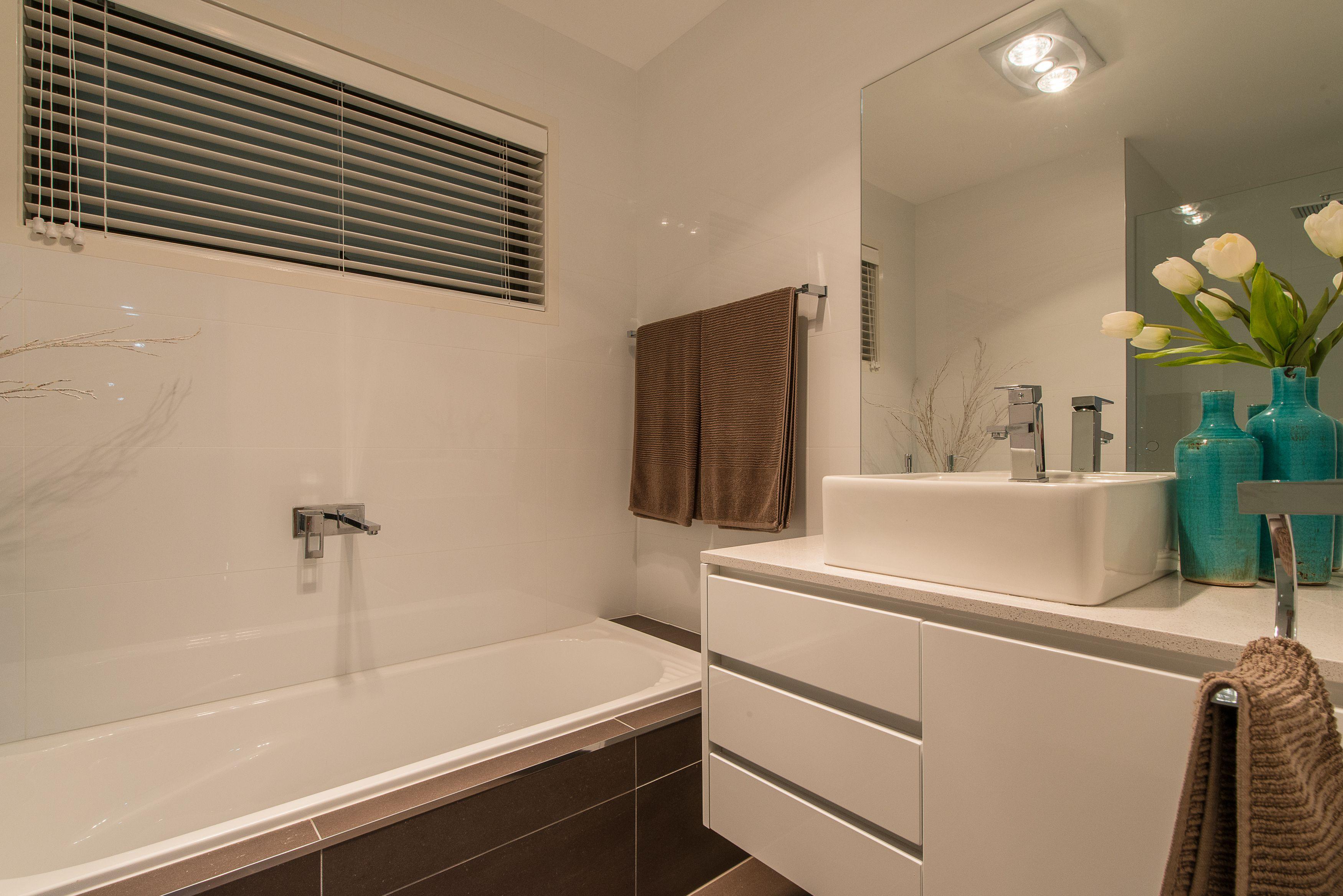 658 Oceana Drive, Tranmere Bathroom
